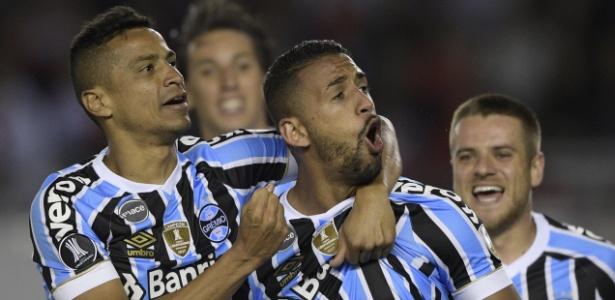 Grêmio supera baixas e vence River na Argentina