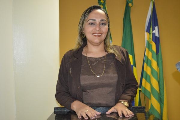 Vereadora Hélvia  PSD, pede instalação de parque infantil em Escola