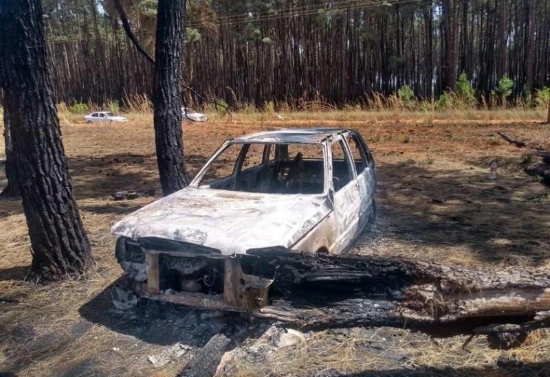 Mulher arma emboscada com marido e queima amante vivo dentro do carro