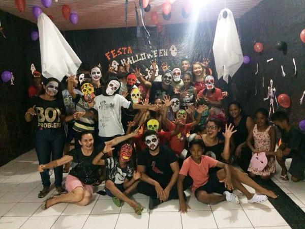 Serviço Social de Barro Duro proporciona noite de Halloween a adolescentes