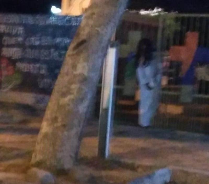 """Homem afirma ter visto e fotografado """"fantasma"""" em cemitério de Esperantina"""