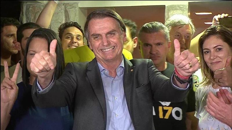 Bolsonaro diz que fará governo 'defensor da constituição'