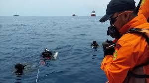 Avião com 189 pessoas cai no mar e não há expectativa de sobreviventes