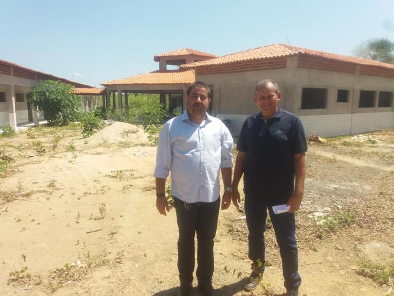 Prefeito Antonio Neto visitou obras importantes no município