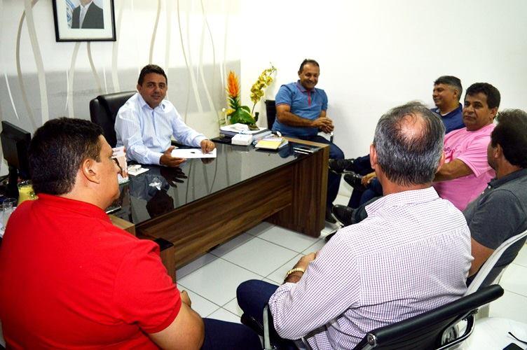 Prefeito Professor Ribinha reúne prefeitos da região dos Carnaubais