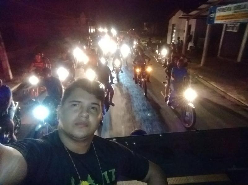 Após resultado oficial eleitores de Bolsonaro fazem passeata