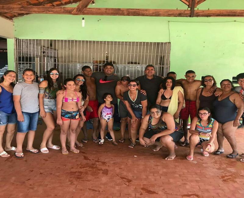 Prefeito Murilo visita alunos da APAE de Corrente
