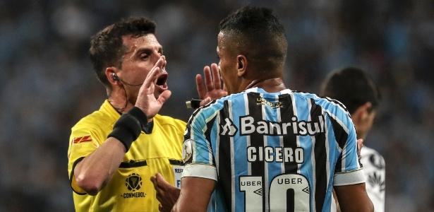 Grêmio leva virada em casa e perde vaga na final da libertadores