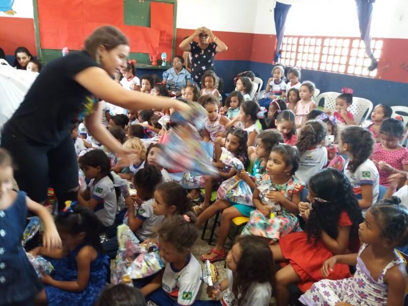 Creche realiza Gincana e 1ª Dama entrega presentes a todas as crianças