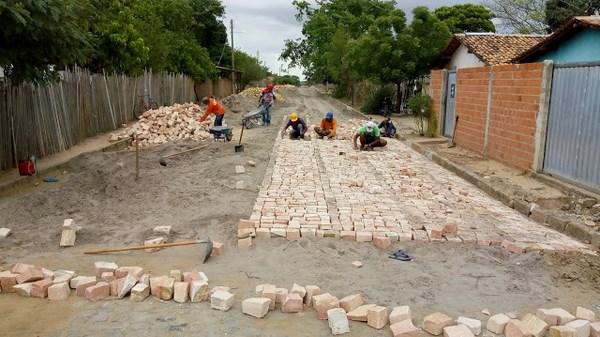 Prefeitura inicia pavimentação da Rua Bom Jesus no Bairro Bela Vista