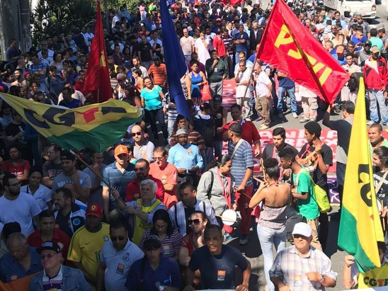 Trabalhadores protestam contra reformas de Temer em Teresina