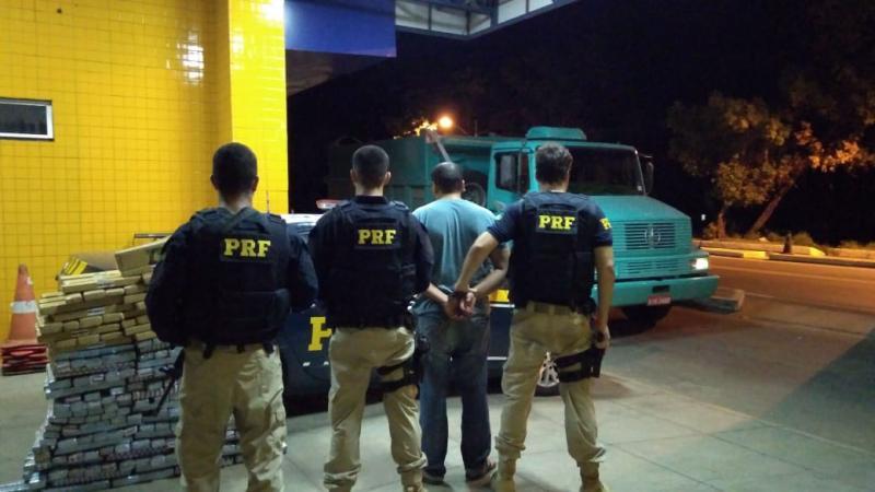 PRF apreende 300 kg de maconha em caminhão no Piauí