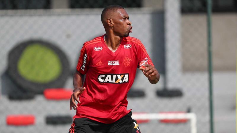 Flamengo renova contrato de lesionado Juan por jogo de despedida
