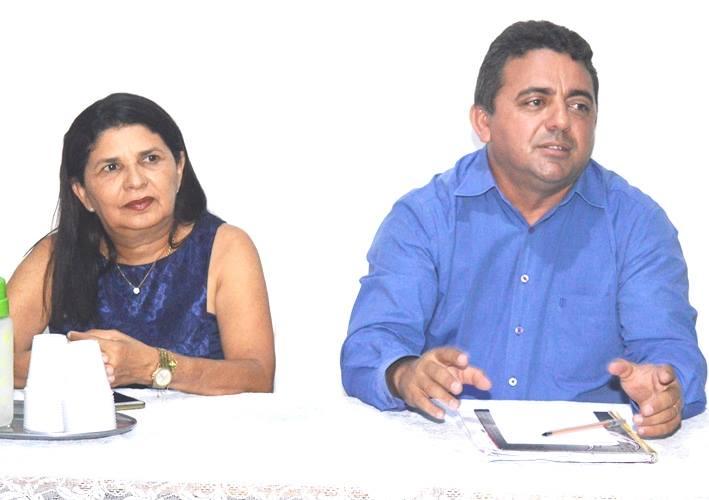 Prefeito Professor Ribinha se reúne com professores de escola