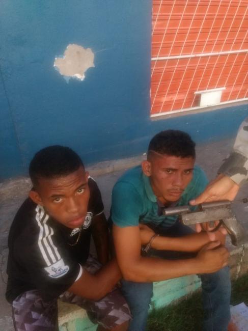 Dupla é presa com arma de fabricação artesanal em Teresina