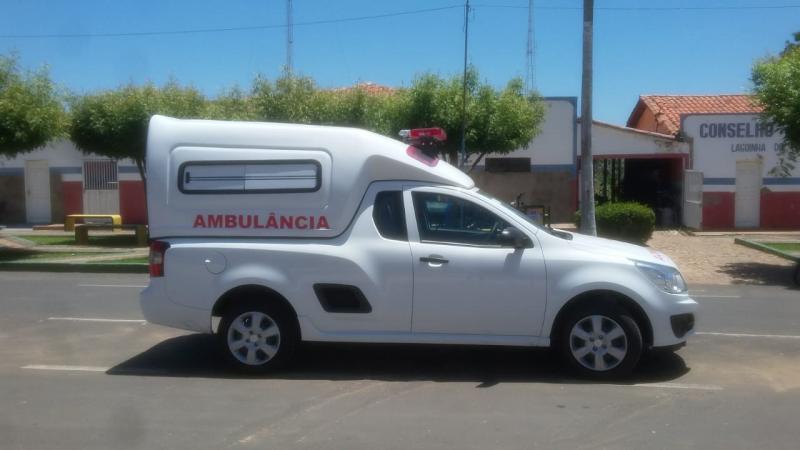 Prefeito Dr Alcione entrega nova ambulância para saúde do município
