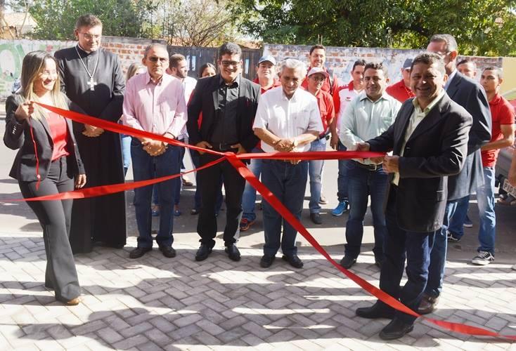 Prefeito Professor Ribinha participa de inauguração de loja de motos