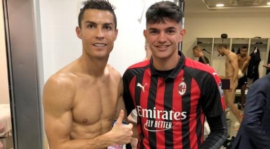 Jogador do Juventus aparece nu em foto postada em rede social