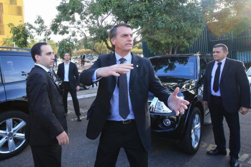 Governo vai gastar milhões para comprar carros blindados para Bolsonaro