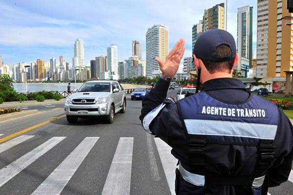 Senado aprova porte de arma para agentes de trânsito