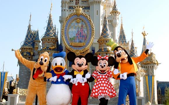 Menina de 9 anos pega celular do pai escondido e compra ingresso para Disney