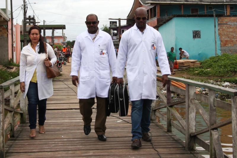 Seleção de médicos brasileiros para substituir cubanos será feita neste mês