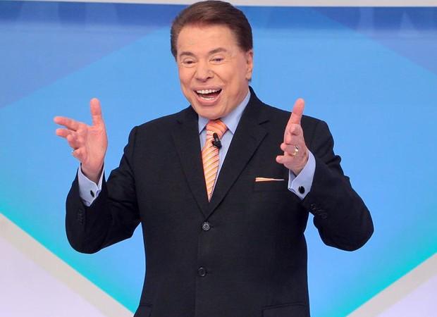 Apresentador da Globo quebra protocolo e sai em defesa de Silvio Santos