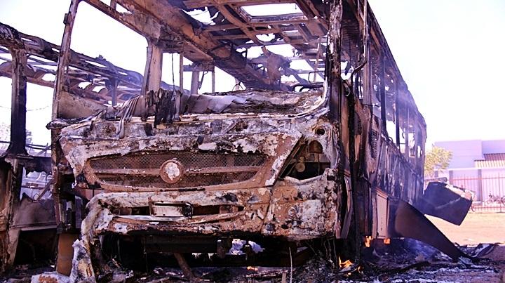 Incêndio em pátio de escola destrói cinco ônibus no norte do Piauí
