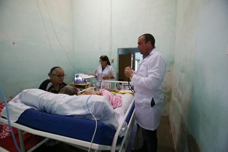 Com saída de cubanos, cerca de 600 cidades podem ficar sem médicos