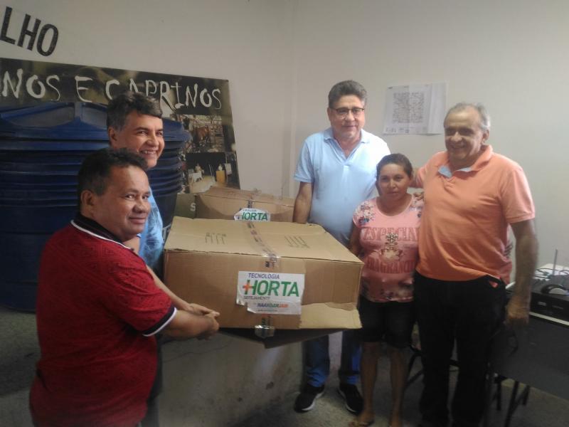 Prefeitura de Monsenhor Gil realiza entrega de kits de irrigação