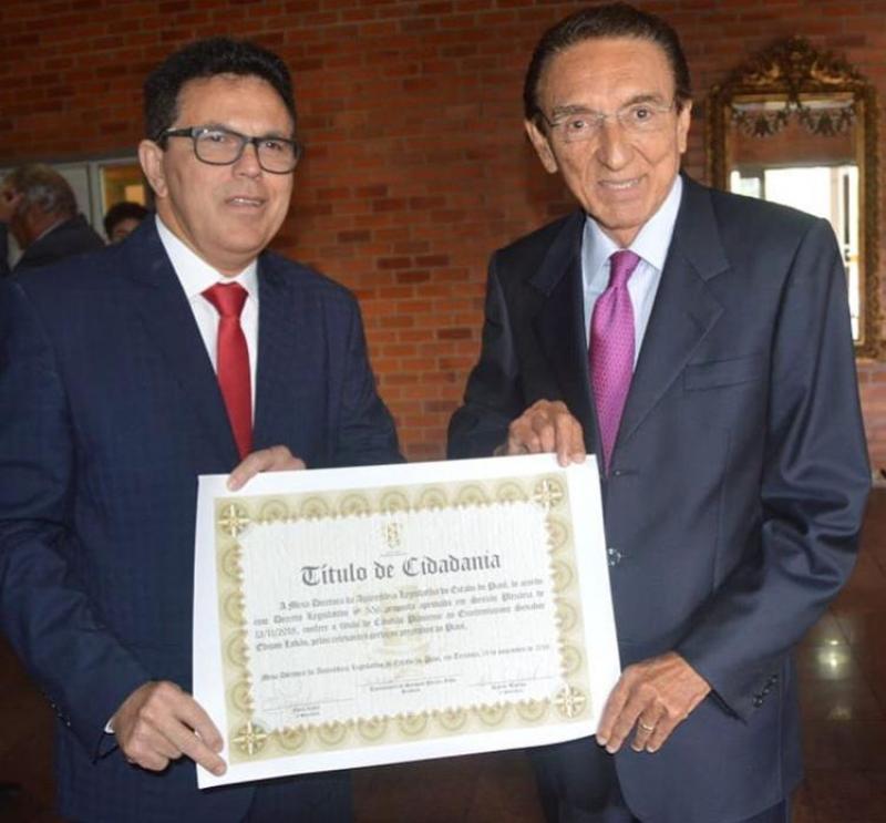 Zé Santana entrega título de cidadão piauiense a Edson Lobão