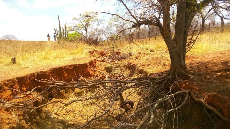 Erosão ameaça parede de açude no município de Bela Vista do Piauí