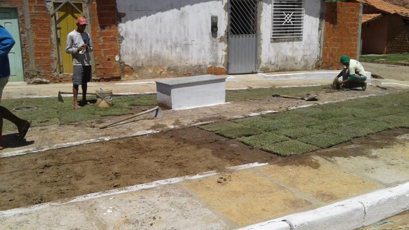 Prefeitura de Água Branca inicia construção de praça no bairro Mutirão