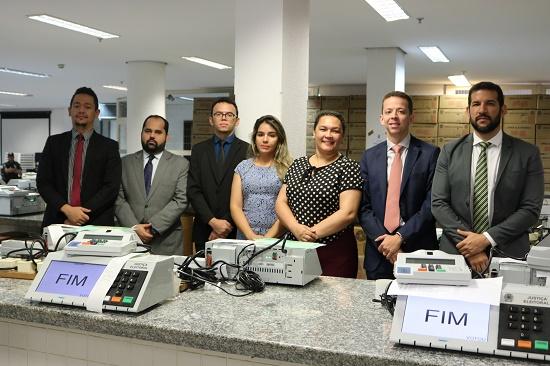 Urnas são testadas e lacradas para eleição da OAB-PI