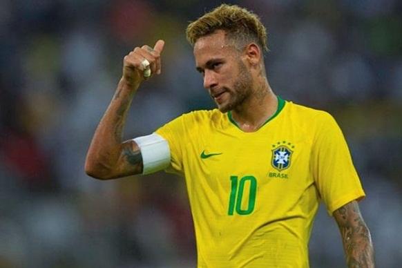 Neymar tranquiliza a todos após lesão: 'Acho que não foi nada grave'