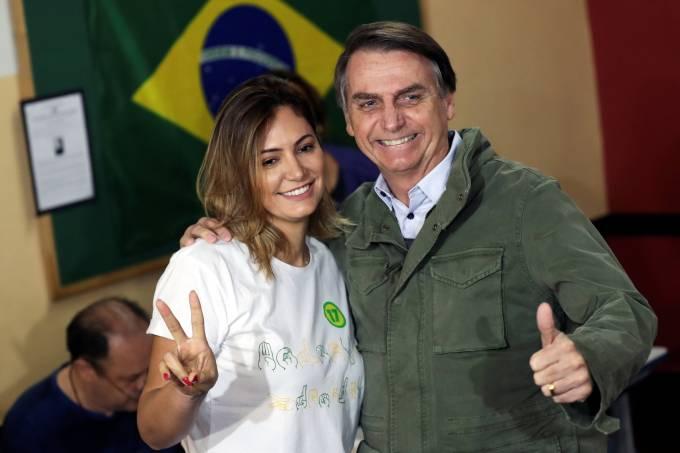 Michelle Bolsonaro vai à Brasília pela 1ª vez após vitória do marido