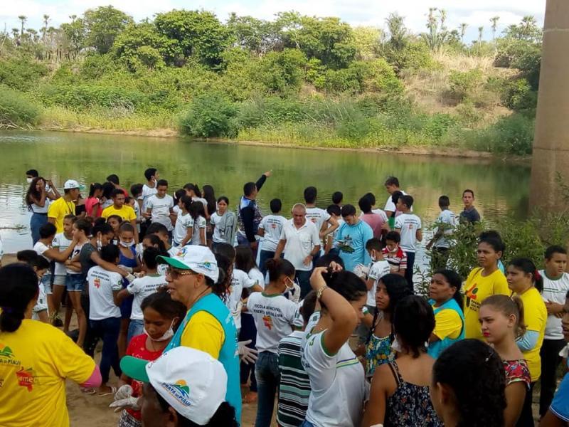 Prefeitura de Prata do Piauí  realiza ação nas margens do rio poti