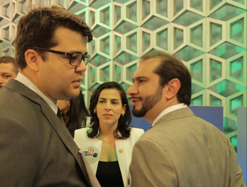 Lucas Villa rebate ataques pessoais com propostas e eleva nível de debate