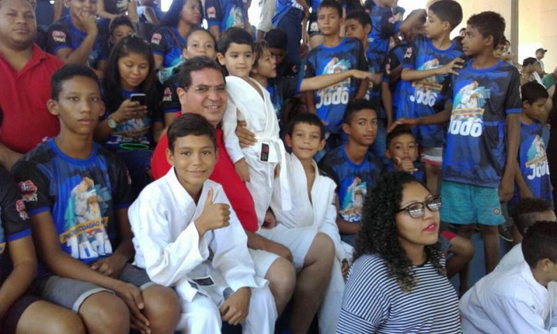 Demerval Lobão (PI): Prefeito acompanha alunos da rede municipal em 'Campeonato de Judô'
