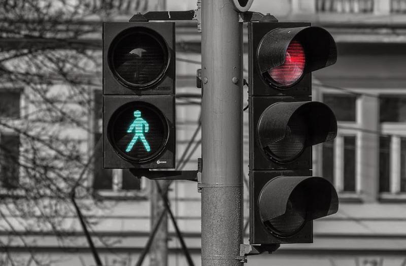 Novo semáforo começa a funcionar na Avenida João XXIII neste sábado