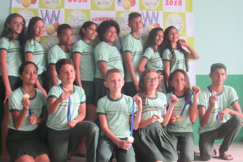 Alunos da Escola Municipal da Liberdade Paulo Freire