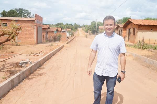 Prefeito Júnior Bill visita obras em São Pedro