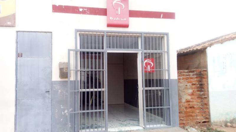 Quadrilha tranca portão de delegacia e arromba banco no Piauí