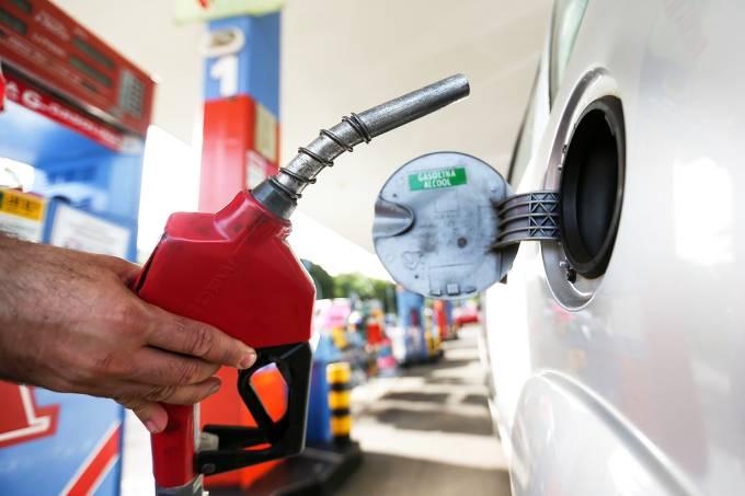 Preço da gasolina cai nas 20% refinarias e apenas 3,29% nos postos