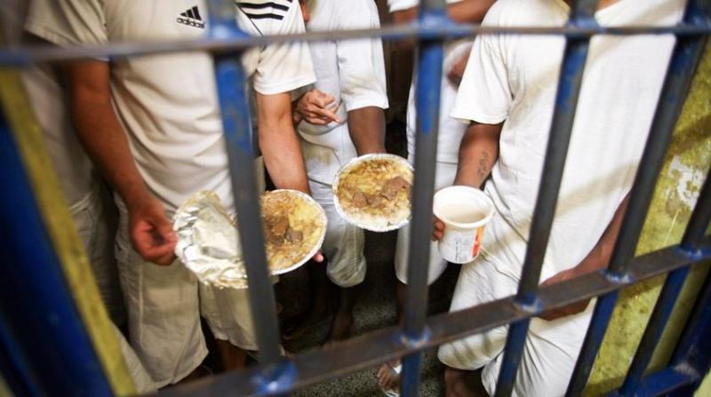 Presos fazem greve de fome e ameaçam rebelião após fechamento de cantinas
