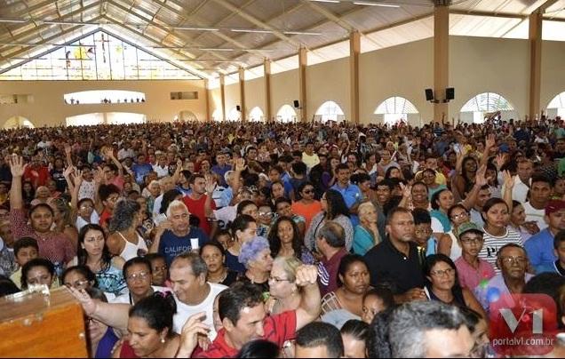 Centenas de Agricolandenses visita Santa Cruz dos Milagres no Encontro dos Santos