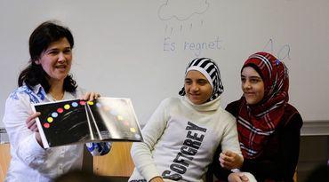 Conversão ao islã e mudança de sexo fazem parte de currículos das escolas