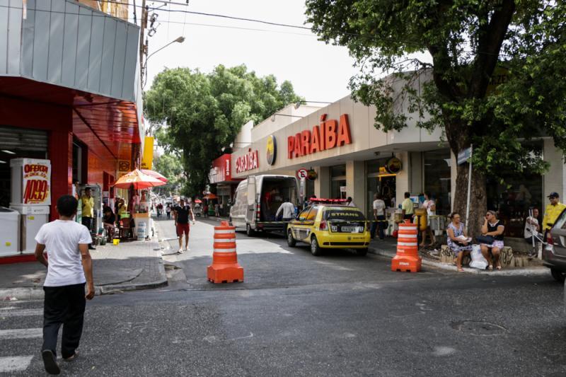 Circulação de veículos está proibida em ruas do centro de Teresina