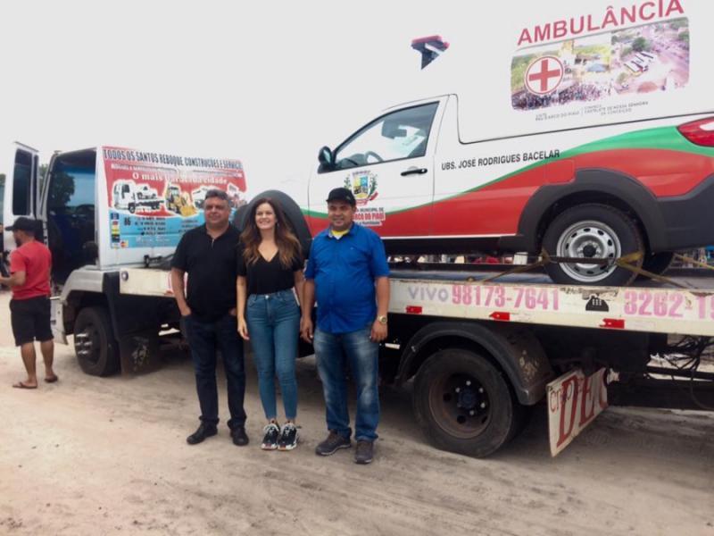 Prefeito Nilton Bacelar realiza entrega de ambulância em Pau D'arco