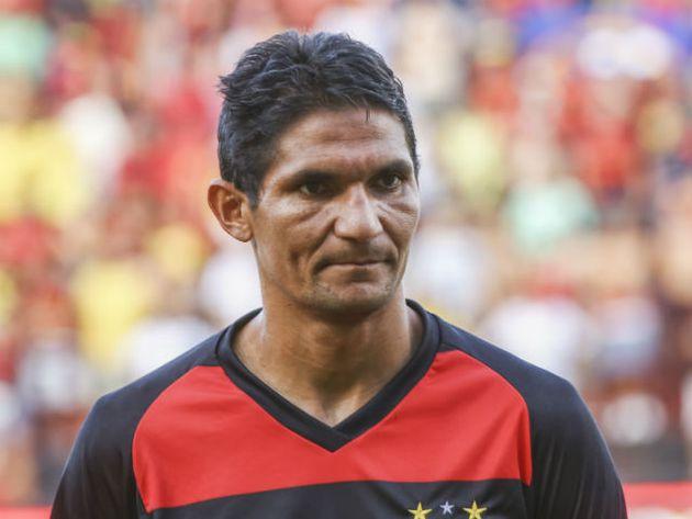 Durval adia decisão sobre se aposentar do futebol